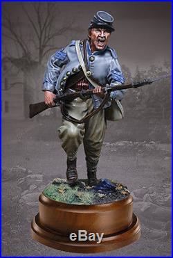 COLLECTORS SHOWCASE- CS16002 Confederate Infantryman Charging (Civil War)